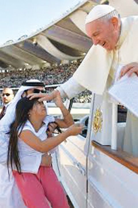 papa 2 1 Papa Francisc, triumf in Emirate