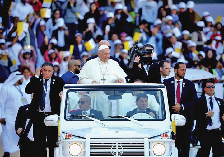 papa bun Papa Francisc, triumf in Emirate