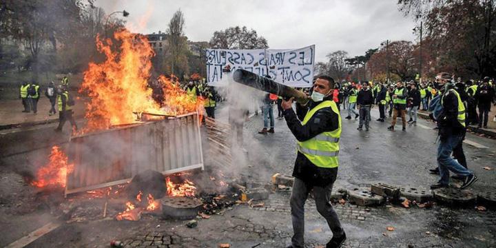 paris 2 Parisul strange surubul protestelor