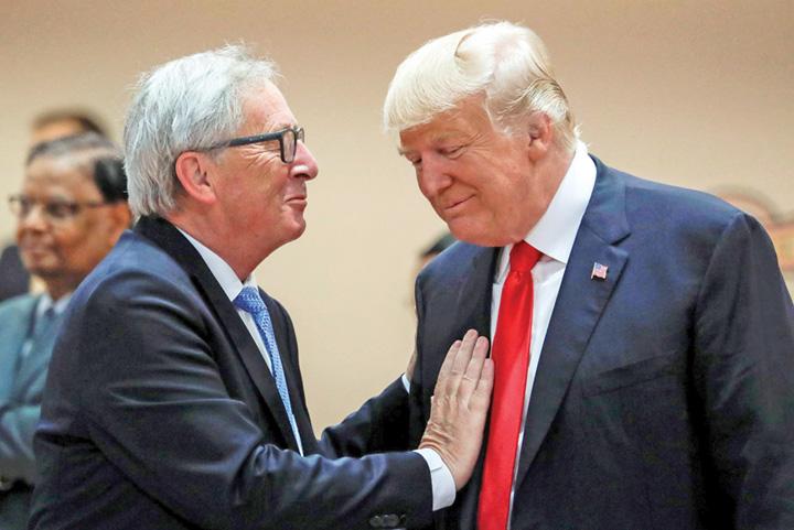 trump junker Europa ii da peste nas lui Trump cu soia si GPL ul american