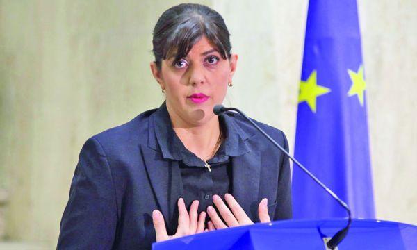 Laura Codruta Kovesi Kovesi isi da masca jos