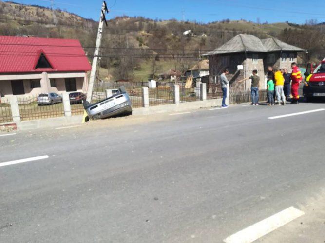 accident neamt 667x500 Patru raniti, doi dintre ei copii, dupa ce o masina s a rasturnat