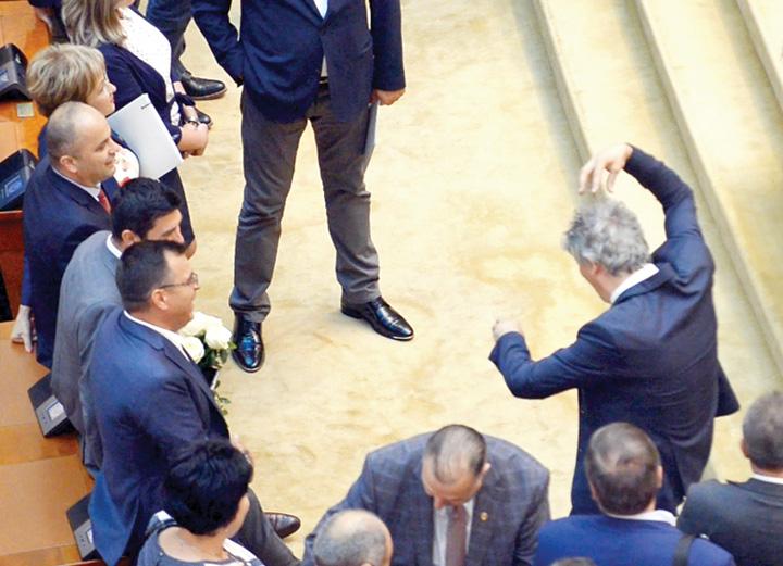 parlamentar psd maimutareste sala plen Romania, o tara captiva intereselor straine
