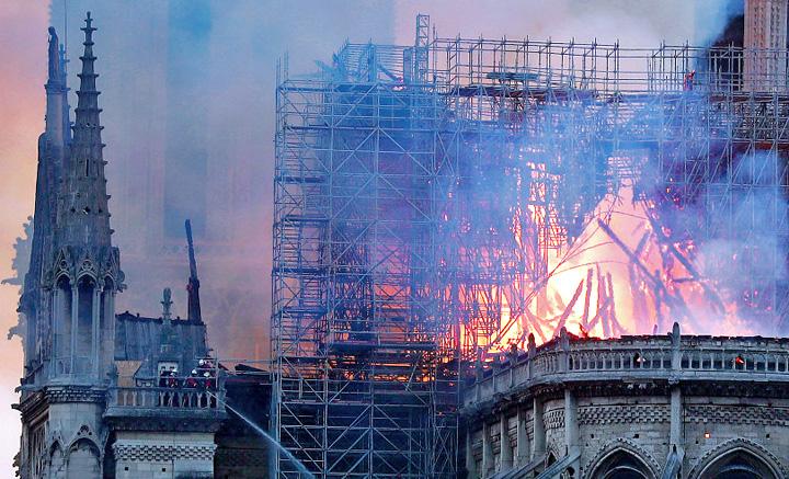 """AP 19105675950462 Notre Dame, """"Colectivul"""" Frantei"""