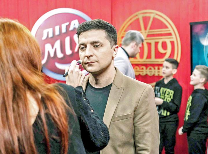 """Volodimir Zelenski Ucraina il """"voteaza"""" presedinte pe Bobita"""