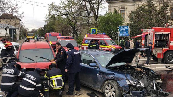 accid botosani 720x405 Accident rutier  trei masini implicate, patru oameni la spital