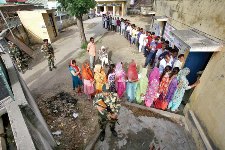alegeri india 2 1024x683 Cum se desfasoara cele mai mari alegeri din istoria lumii. Scrutinul dureaza 6 saptamani