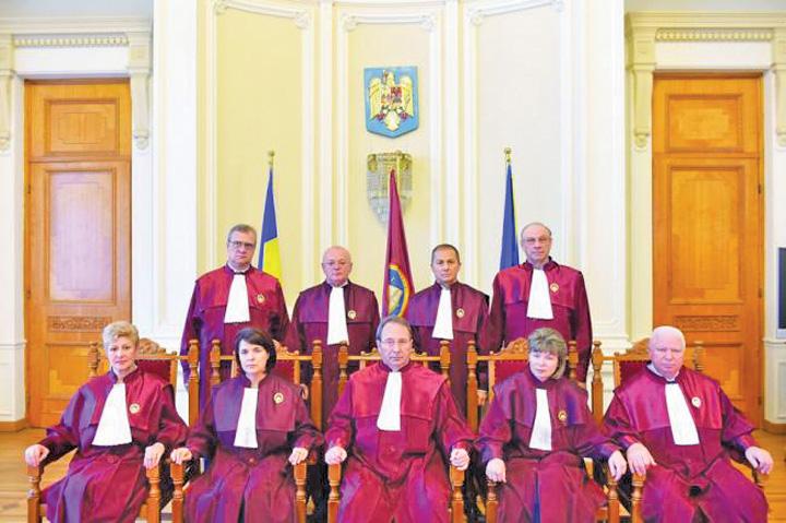 cap curte Curtea Constitutionala, scoasa in afara legii!