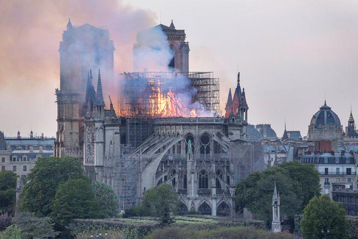cartedrala 1 Parisul ridica o catedrala de rezerva