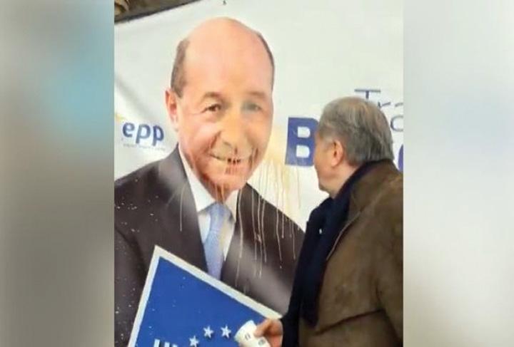 "nastase2 Basescu ""plange"" de mila lui Nastase"