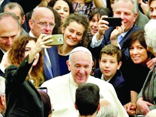 papa Papa Francisc: scapati de telefoane