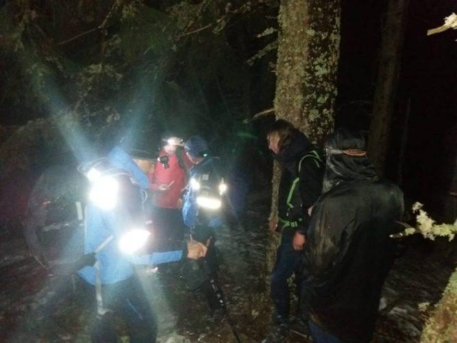 salvati 2 667x500 Doi turisti straini salvati noaptea trecuta de pe munte: erau aproape de socul hipotermic