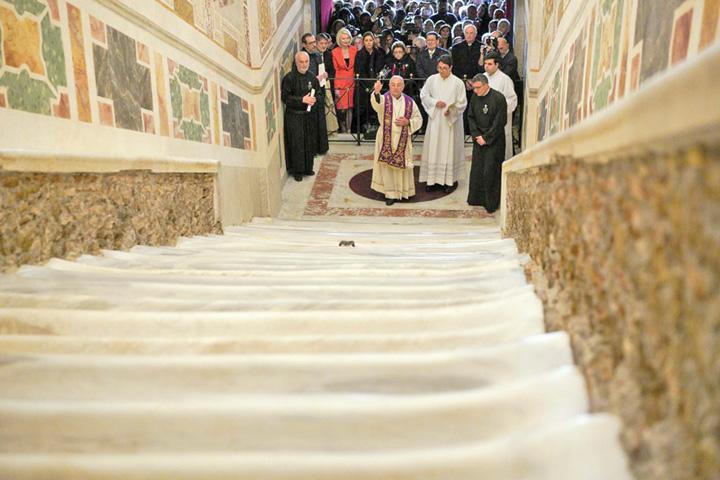 scara 1 Scara pe care ar fi urcat Iisus, renovata dupa 300 de ani