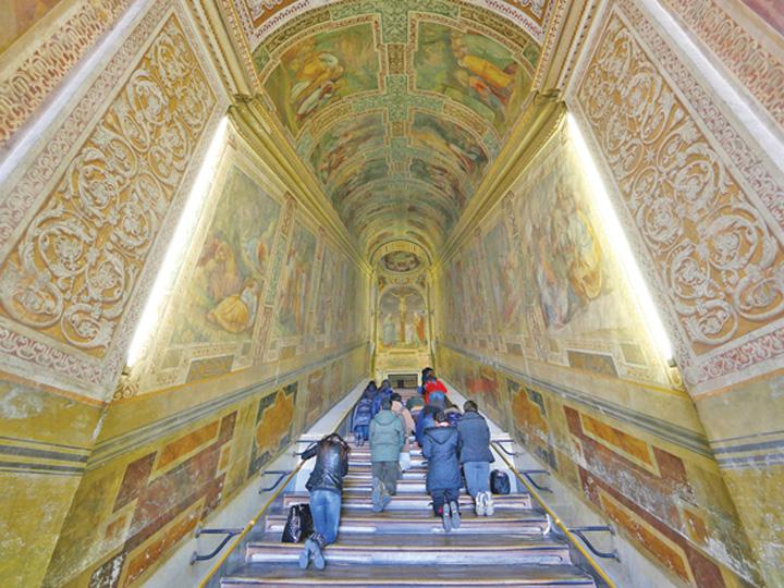 scara 2 Scara pe care ar fi urcat Iisus, renovata dupa 300 de ani
