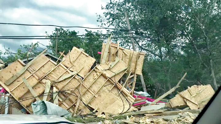 tornade 1 Tornadele au facut prapad in Statele Unite