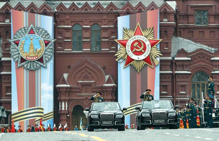 3 Rusia isi arata muschii de Ziua Europei