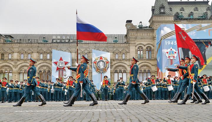 5 Rusia isi arata muschii de Ziua Europei