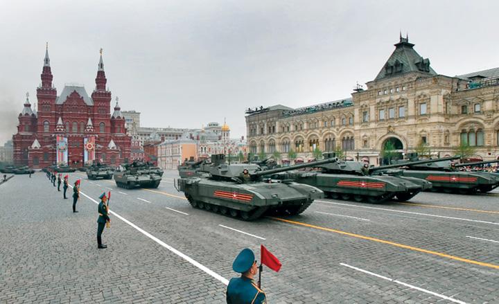 6 Rusia isi arata muschii de Ziua Europei
