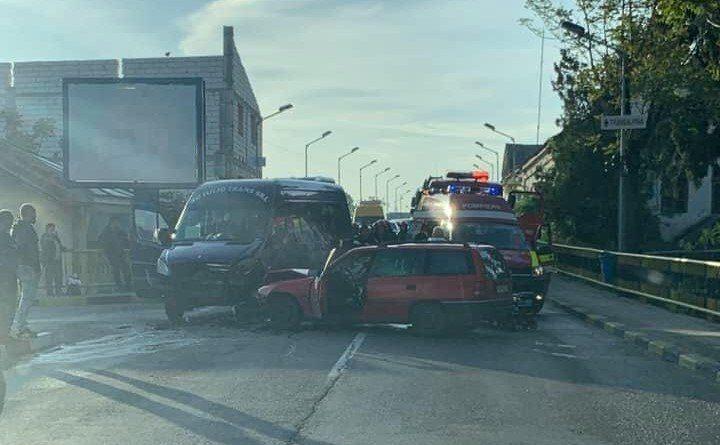 accident tg jiu 720x445 Patru oameni la spital, in urma unui accident cu un microbuz