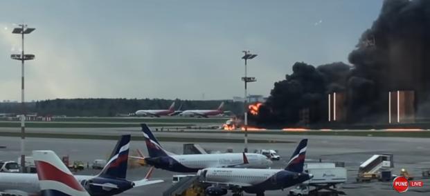 avion flacari Peste 40 de oameni au murit dupa ce un avion a luat foc pe pista (VIDEO)