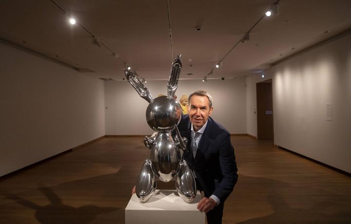 iepure 3 Iepurele lui Jeff Koons, adjudecat pentru 91 milioane de dolari !