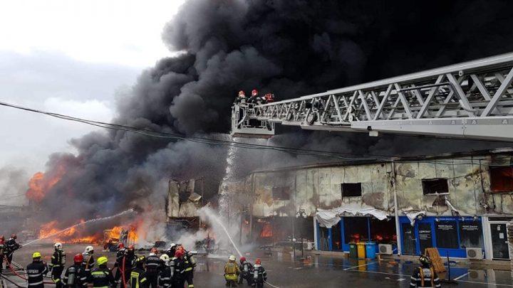 incendiu afumati 2 720x405 Incendiul din Afumati   trei oameni, dusi la spital (FOTO/VIDEO)