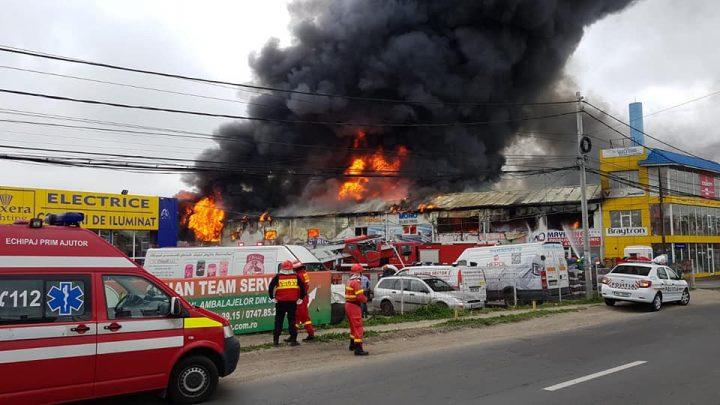 incendiu afumati 3 720x405 Incendiul din Afumati   trei oameni, dusi la spital (FOTO/VIDEO)