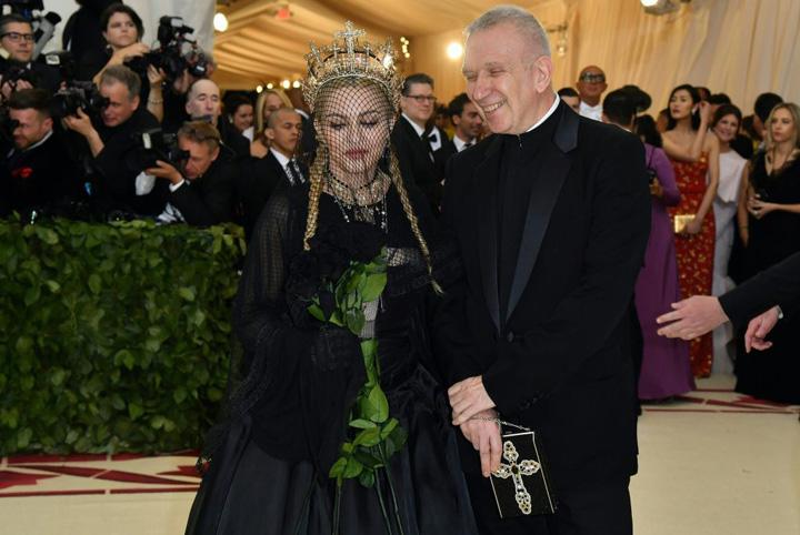 madonna Jean Paul Gaultier o imbraca pe Madonna pentru Eurovision