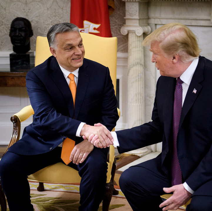 trump 1 Trump mangaie unde loveste Bruxellesul