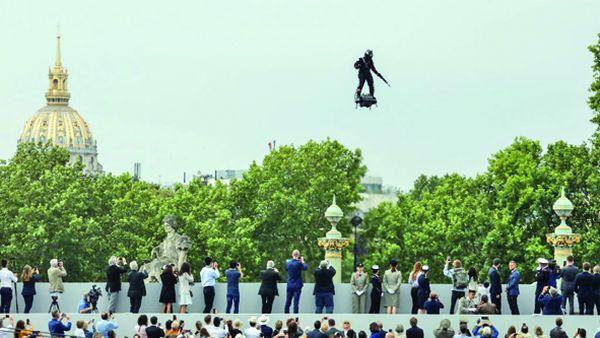 m 3 Macron, de Ziua Franţei: între huiduieli şi armata spaţiului