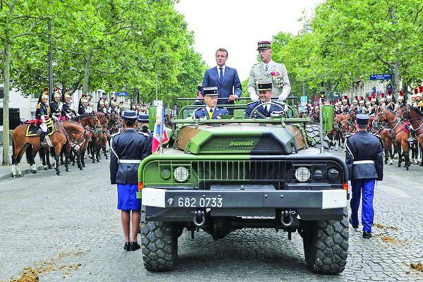 macron 1 Macron, de Ziua Franţei: între huiduieli şi armata spaţiului