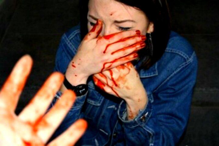pizap.com15649861828651 720x481 O minoră VIOLATĂ și PLINĂ DE SÂNGE, ignorată TOTAL de polițiștii din fața ei (VIDEO)
