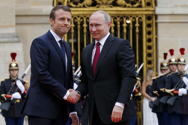 putin macron Pactul Macron Putin: Ucraina, sfârtecată!