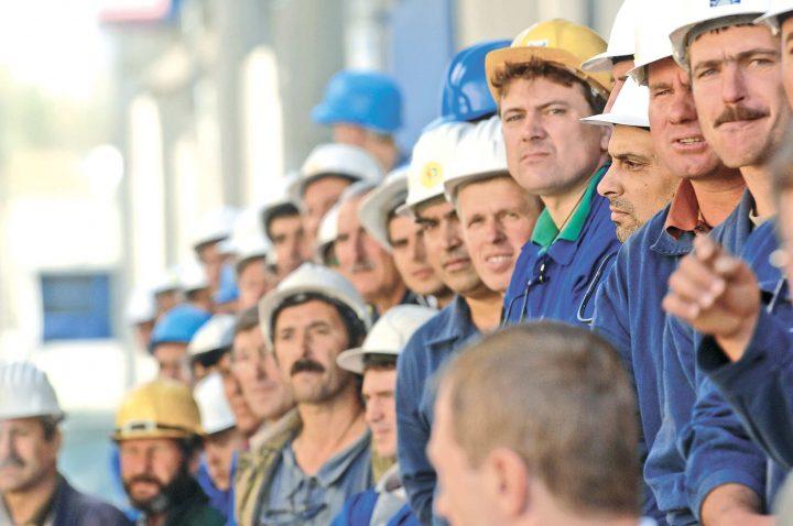 muncitori 720x478 Guvernul Poloniei copiază PSD ul: adio, forță de muncă ieftină!