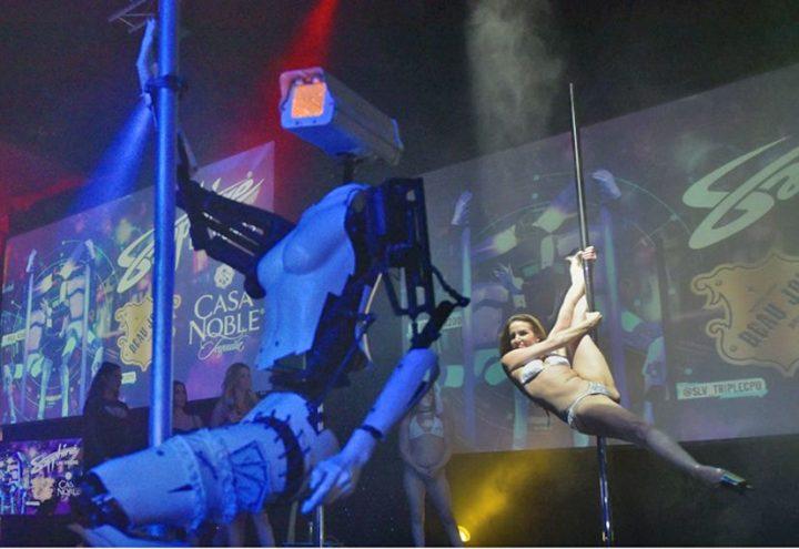 robot 720x495 Roboţii pe tocuri care dansează la bară