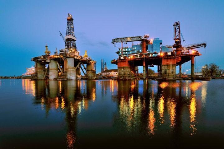 oil and gas romania 720x479 Slugărnicia liberală, total inutilă: Marea Neagră, lac rusesc!
