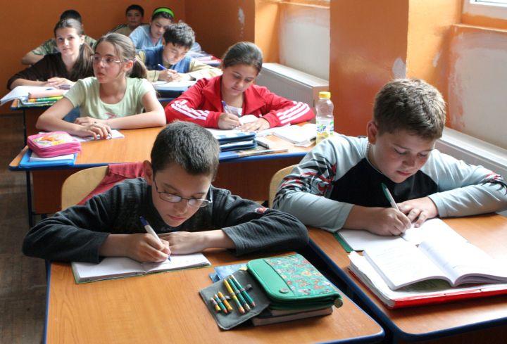 elevi Elevii, țepuiți de Guvernul Orban